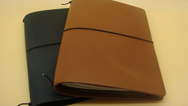 Miki-Lederhülle schwarz und cognac