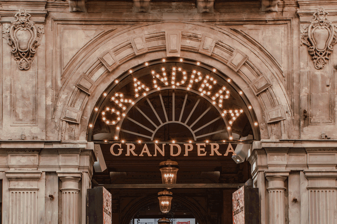 Eingang Oper
